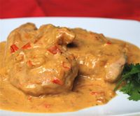 Chicken in Coconut Sauce, comida Columbiana. May spice it up a bit more.
