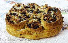 Pitta 'mpigliata' o pitta 'nchiusa' La pitta 'mpigliata calabrese o pitta 'nchiusa.è un dolce tipico calabrese, originario di San Giovanni in Fiore ma molt