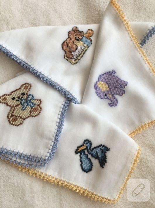 Çarpı işi detaylı bebek mendilleri. pamuklu tülbent ve mermer sahi kumaşlar üzerine kanaviçe işlemeli sevimli figürlerle süslenen doğal ve sağlıklı bebek mendili modelleri....