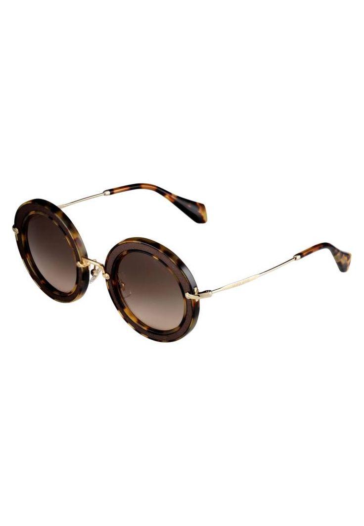 Miu Miu. Occhiali da sole - brown. #occhialidasole #sunglasses #zalandoIT #fashion #moda Portaocchiali:Custodia rigida. Forma occhiali:Ovale. Protezione UV:Sì. Astine:14 cm nella taglia 49. Ponte:1.8 cm nella taglia 49. Larghezza:14 cm nella taglia 49. Fantasia:sfumato