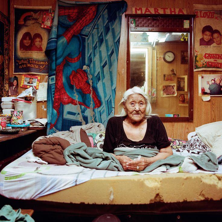 «Vengo da Kotzebue ma mi sono sposata con un uomo di Noatak, che mi ha portata qui. Ho avuto 13 figli, mio fratello ha combinato il mio matrimonio anche se mi vedevo con un altro. Sto a Noatak dal 1948