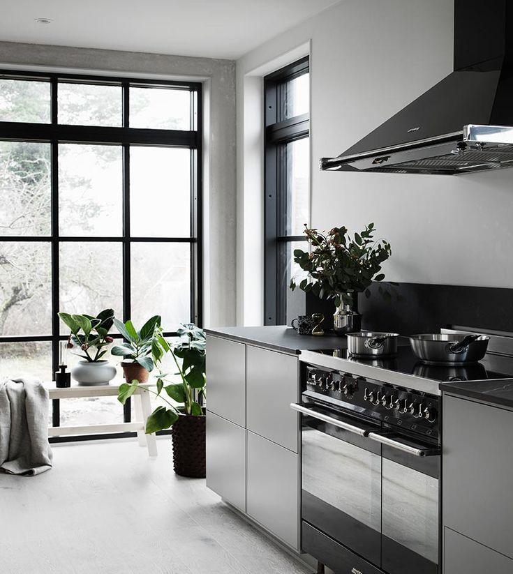 VÅRT FÖRSTA HUS - DET FÄRDIGA RESULTATET! VALERIE AFLALO -Köket vi valde är den nya serien System 10 och luckorna Bistro är i färgen Varmgrå.