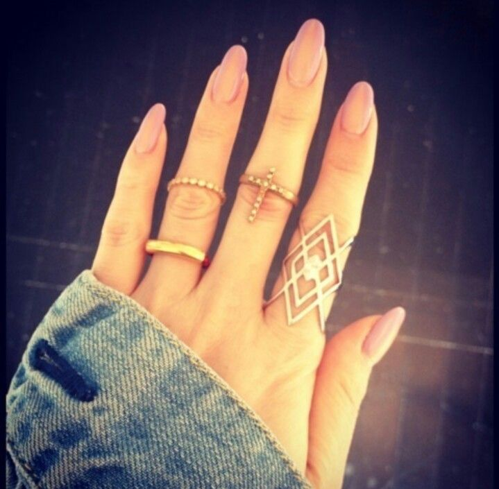 oval nails, in a neutral color | Beauties | Pinterest ...