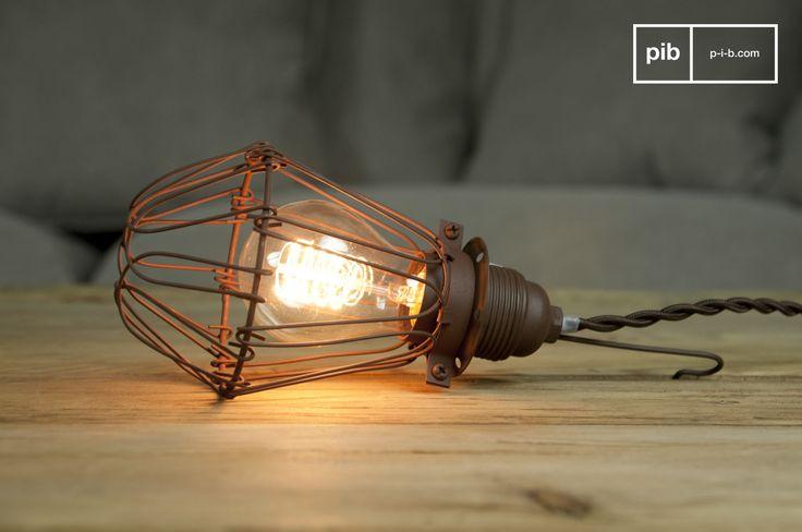 Der Vintage Touch dieser Lampe kommt sehr gut in einer Küche im industriellen Stil zur Geltung. Die Lampe kann aber auch als Hängeleuchte über Ihrem Bett oder über dem Esstisch verwendet werden.