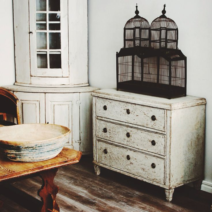 19th Century Swedish Chest of Drawers in the Gustavian Style.