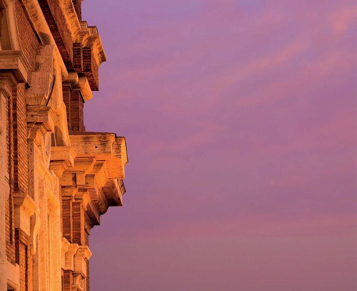 Dettaglio della facciata principale. Fotografie - Renato Cerisola © 2009 INAIL Tutti i diritti riservati