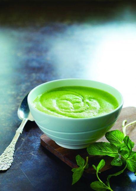 Cremet suppe med ærter og broccoli