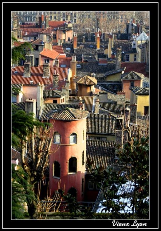La tour rose quartier vieux Lyon France
