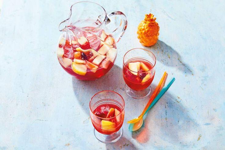 Het lijkt veel werk, maar het ultieme Spaanse zomerdrankje maak je zelf in maar 2 minuten -recept- Allerhande