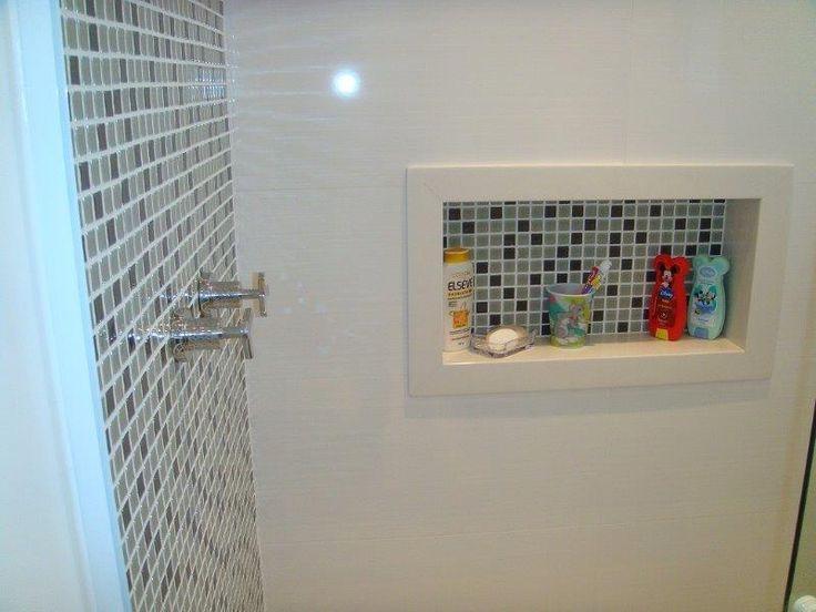 Nicho com pastilhas no fundo e moldura branca  apartamentobanheiros  Pint -> Nicho Banheiro Apartamento