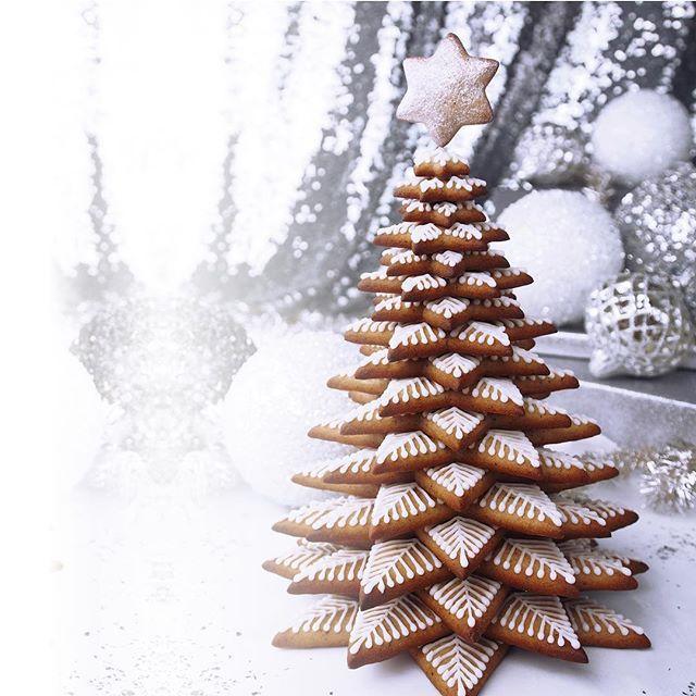 ❄️❄️ I'm dreaming of a white christmas! ❄️❄️ Hva med å lage pepperkaketre istedenfor pepperkakehus i år? Treet er laget av mange stjerner som er plassert oppå hverandre Helt stjerne spør du meg!!! #pepperkake #gingerbread #feedfeed @thefeedfeed #matbloggsentralen #bake #levlandlig @levlandlig #vakrehjemoginteriør @vakrehjemoginterior @huffposttaste #huffposttotaste #bbcgoodfood @bbcgoodfood #christmas #jul #christmasdecorations #interiørmagasinet @interior_magasinet #pepperkaker #juletre…