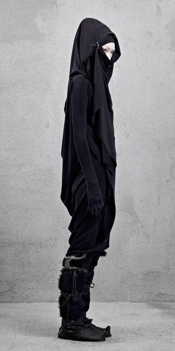 InAisce Fall 2012. Post-apocalypse fashion /post-apocalyptic clothing / wear / dystopian / apocalypse / hooded / head covering/ women's fashion/ looks / style / female / all-black / boots