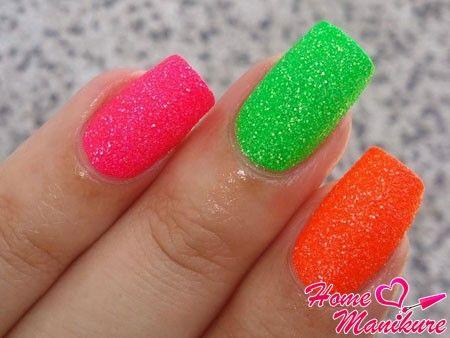 разноцветные и яркие сахарные ногти