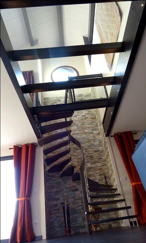 escalier suspendu d billard arrivant sur mezzanine avec. Black Bedroom Furniture Sets. Home Design Ideas