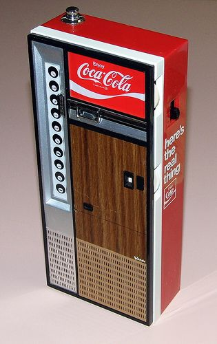 Vintage Coca Cola Vending Machine Novelty AM/FM Radio, Jack Russell Company, Inc., Key Biscayne, Fla., Made in Japan.