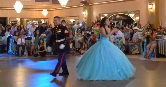 Cette danse d'un père avec sa fille charme tout le monde.  http://rienquedugratuit.ca/blogue/cette-danse-dun-pere-avec-sa-fille-charme-tout-le-monde/