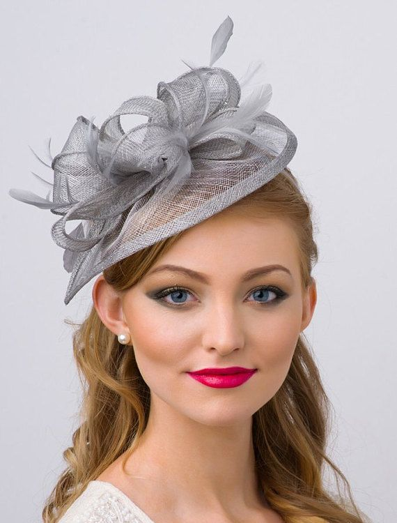 Fascinator gris  Penny malla sombrero fascinador