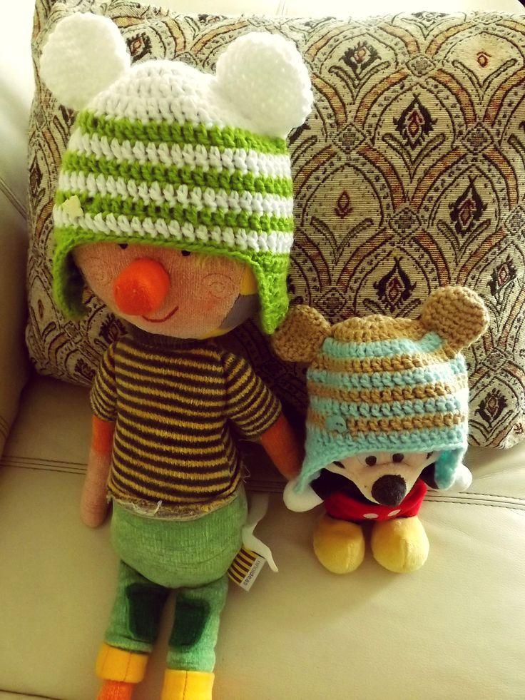 Gorros con orejitas tejidos a crochet.