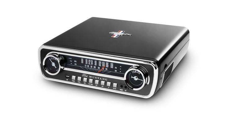 Mustang LP BK:ION AUDIO / スポーツカーの枠を超えて自動車文化のシンボルとして輝く名車フォード「マスタング」。ION AudioのMustang LP BKは、その65年型フォード「マスタング」のインパネを再現したクラシックなボディに、アナログレコードプレーヤー、AM/FMラジオ、USBメモリ、AUX外部入力の4つのオーディオソースが楽しめる再生機能と、USBメモリ録音機能を搭載した4イン1・ミュージックプレーヤーです。ステレオスピーカーを内蔵し、ヘッドホン端子も装備。他にアンプなどを用意することなく、手軽に音楽再生が可能です。    さらに、アナログレコードや外部入力の音声をデジタルデータとしてダイレクトにUSBメモリに録音可能!これ1台でアナログレコードから最新のデジタル音楽ファイルまで存分に楽しめます。お部屋やお店のインテリアとしても最適なスピード感溢れるミュージックプレーヤーです。    ※ ION Audioは、Fordトレードマークとトレードドレスをライセンスに基づいて使用しています。 #MustangLP #Mustang #マスタング…