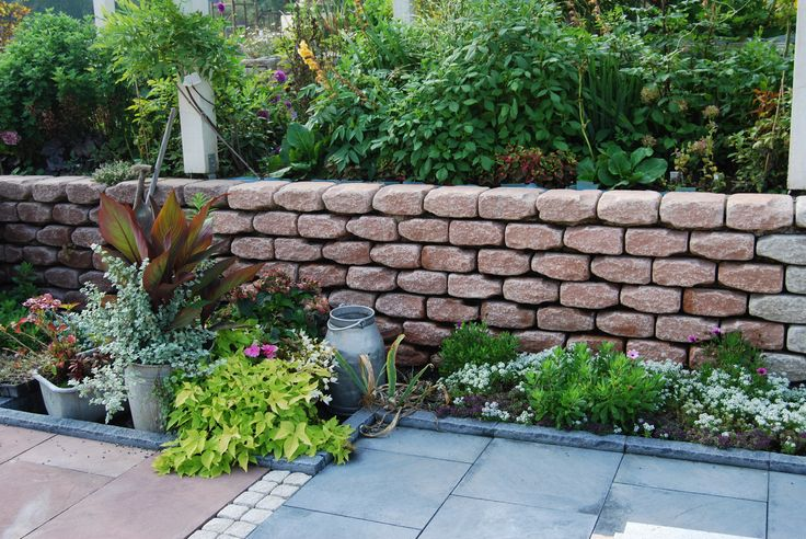 Mauersteine als Natursteinnachbildung