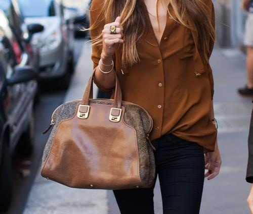 .: Blouses, Bohemian Fashion, Shirts, Colors, Brown Bags, Outfit, Camels, Buttons, Leather Bags