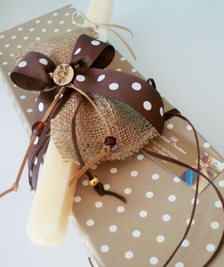 Λαμπάδα με λινάτσα και ξύλινο κουμπάκι