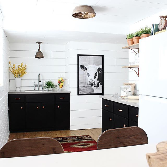 Remember a few months ago when we shared this amazing basement kitchenette with you guys? This beautiful home belongs to one of our dear friends @sixthkeydream! We helped co-design, they DIYed and then we decorated this space! Fun fact: I bought her old house, mid-renovation (the one I live in now!) and she moved into her dream #fixerupper down the street from me! They are remodeling it inside and out! She's also expecting a baby BOY after 4 girls and I couldn't be more excited to my little…
