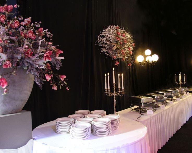 Aankleding feestzaal buffet tafel. www.decoratiestyling.nl