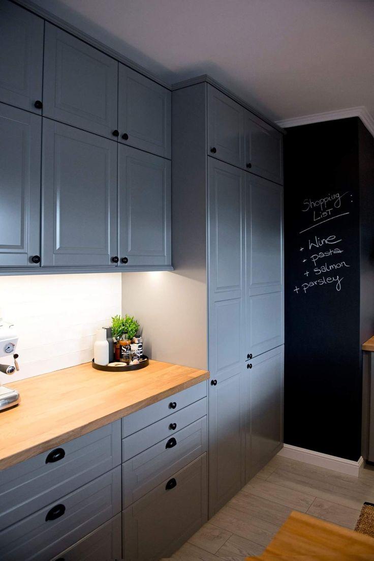 Ciepła kuchnia, szara, Ikea, wysoki szafki