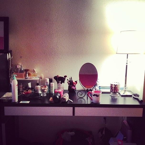 New makeup vanity ikea desk mirror jcpenney lamp for Target makeup vanity