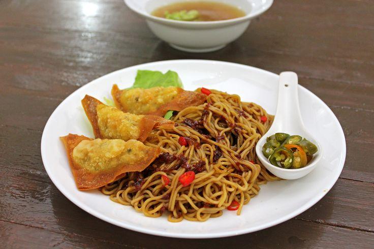 Chinese Wonton Noodles   http://maya-kitchenette.com/chinese-wonton-noodles/