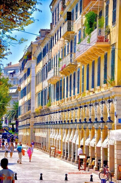 The Liston - Corfu town. Now that's a summers day - lovely!