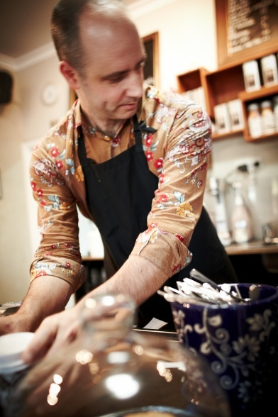 Cafe culture at Derailleur   From the photo essay Stay Tasty Wangaratta, image number 1204218582_1DM48874_ewenbell   Food and wine in country Victoria just keeps getting better and better. Wangaratta is getting its fair share of the goodies too, with great cuisine and wine lists at restaurants like Rinaldo's and Watermarc. It's just Milawa, Bright and Beechworth serving up the fine times.