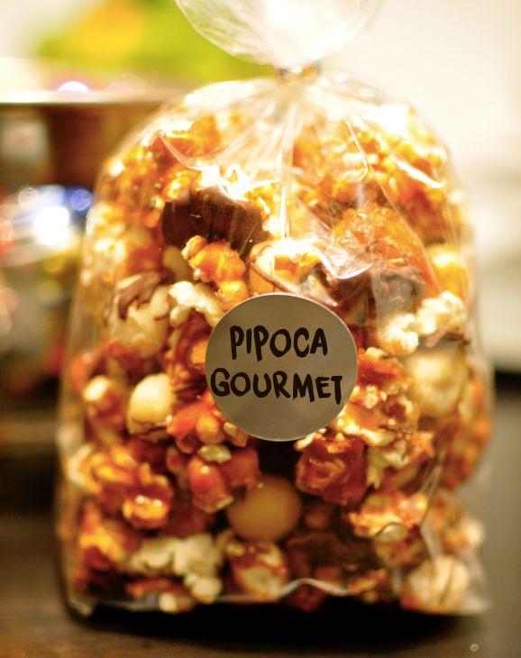 Receita de Pipoca Gourmet - Aprenda a fazer em casa Ah! Essa receita é uma ótima opção para ganhar uma grana extra vendendo, ou para presentear amigos.