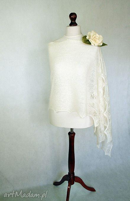 Biały ślubny szal z jedwabnego mohairu.