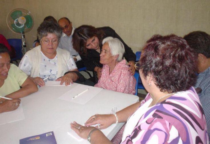 Después de capacitar a 265 cuidadores de adultos mayores de las 20 localidades de Bogotá que formaron parte de un proceso de cualificación a cargo de la Facultad de Enfermería de la Universidad Nacional de Colombia (U.N.), se hizo una caracterización del estado en que se encuentran los adultos mayores y sus cuidadores en la …