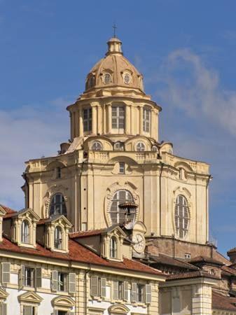 #Torino Barocca: vi auguriamo buona settimana con un suggestivo scorcio della Chiesa di San Lorenzo.