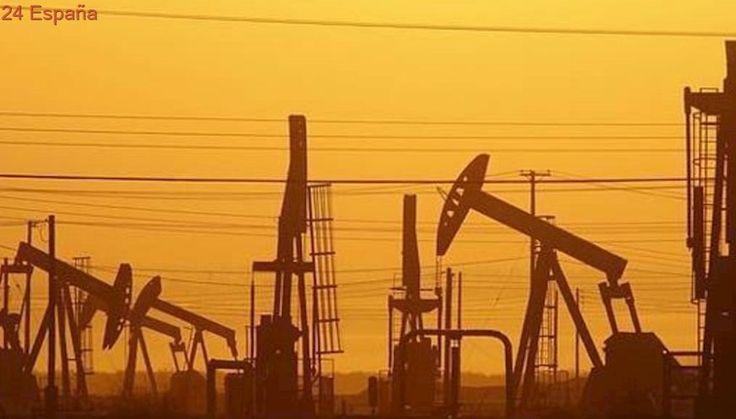 El petróleo Brent baja un 2,47% y cierra en 55,52 dólares