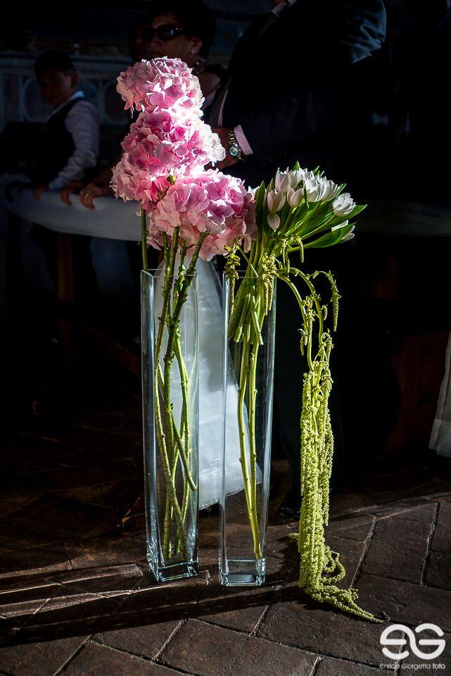 Addobbo chiesa #church #chiese #addobbifloreali #flowerarrangement #wedding #weddingday #weddingidea #federicaambrosinifloraldesign