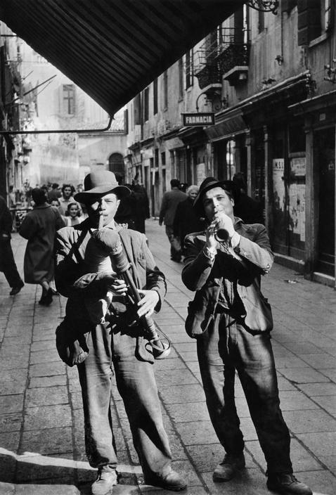 © Henri Cartier-Bresson/Magnum Photos Venice. 1953.