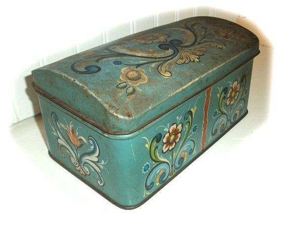 """Beautiful aqua color. Vintage ANTIQUE TIN BOX Norwegian Decorative by vintagewarehouse      """"this can't be vintage, because I have one""""!"""