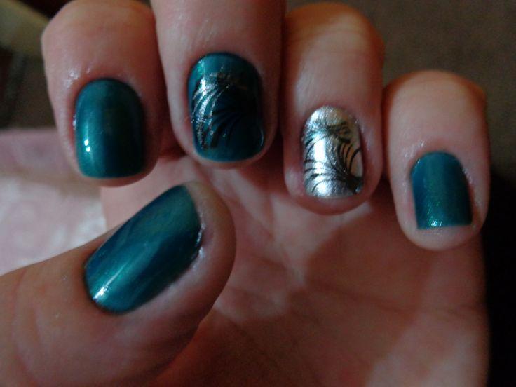 Verde com prata.