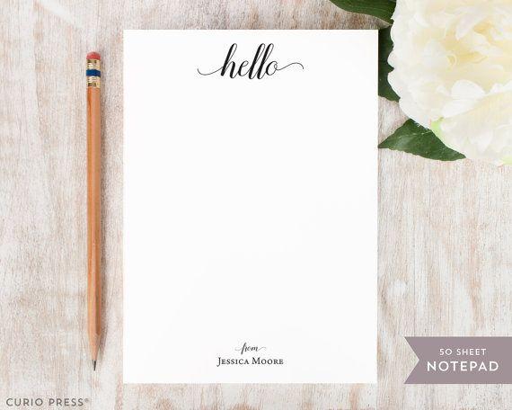 Écrire dans un style avec un bloc-notes personnalisé !  Noubliez pas de vérifier la correspondance notecards + enveloppes ! https://www.etsy.com/listing/398102993  ---D E T A I L S---  • 50 bloc-notes de feuille • 5 de large x 7 de haut • Rembourré en haut avec un aggloméré de sauvegarde • Impression numérique sur blanc lisse, de haute qualité, papier de poids 70 livres texte • FACULTATIF : ajouter une bande magnétique à larrière !   ---P E R S O N A L I Z A T I O N---  • Personnalisé avec…