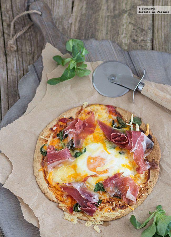 Mini pizza de huevo con jamón serrano