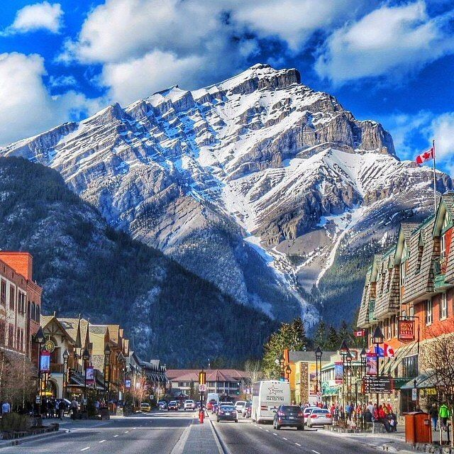 Downtown Banff, Alberta, Canada | PC: @mthiessen