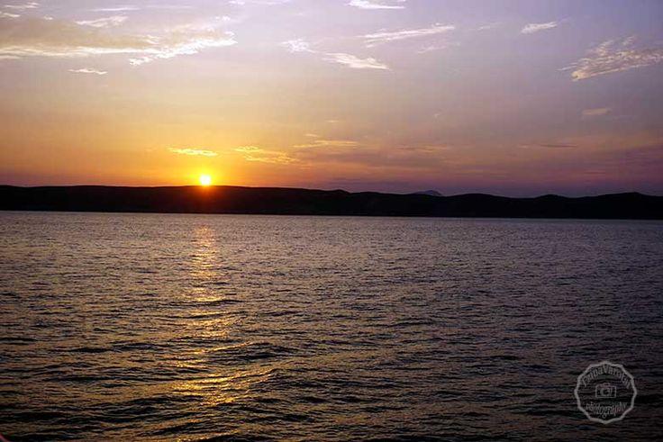 Τοπία, δύση και ανατολή του ήλιου, θάλασσα και άλλα πολλά που θέλω να μοιραστώ μαζί σου  σε αυτήν την ανάρτηση: http://www.eikoneskaipsithyroi.gr/2016/07/dyo-meres-mono-kea.html