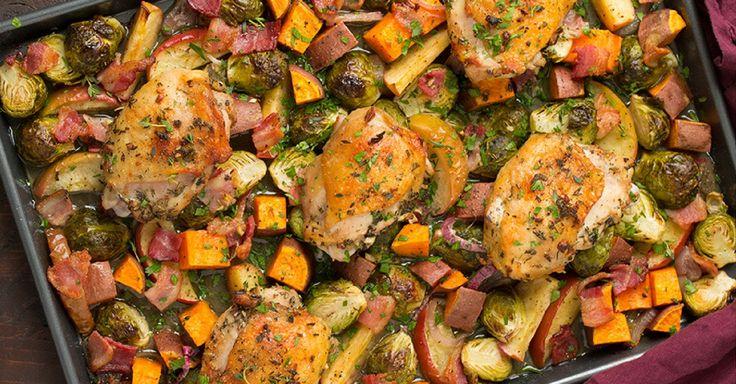 Pečená kuřecí stehna se zeleninou a slaninou z jednoho pekáče