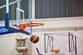 Deze twee spellen blinken uit in vaart, eenvoud en bewegingsactiviteit. Veel plezier er mee! Raak is dóór Draai de baskets op een haalbare hoogte voor deze klas en zet in het midden van de lengte v...