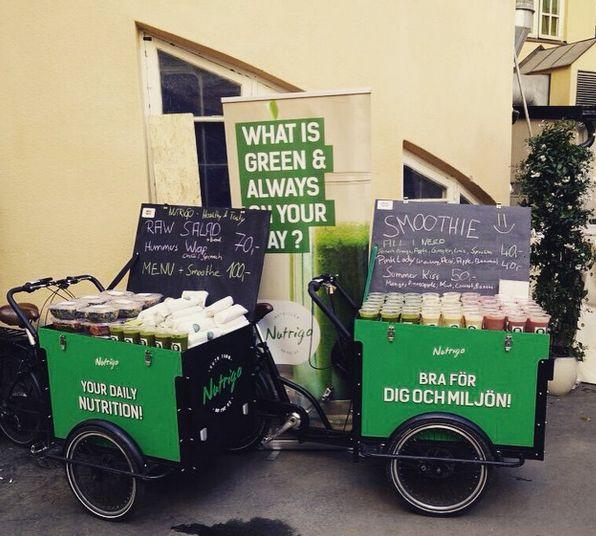 Nutrigo erbjuder vegansk mat från sina cykelrestauranger runt om i Stockholm med ett fokus på hälsa och miljö. På menyn: hummuswraps, smoothies, nötter, powerballs, mangobars, frukt.