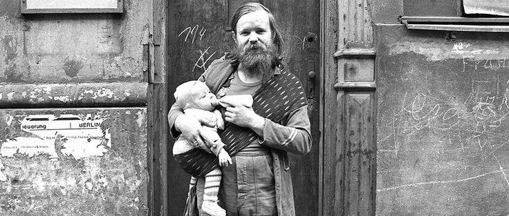 In Kreuzberg standen in den Siebzigern noch Kriegsruinen. Aber die Gastarbeiter waren eingezogen und Jugendliche besetzten das Bethanien – Bilder von Berlin im Aufbruch.